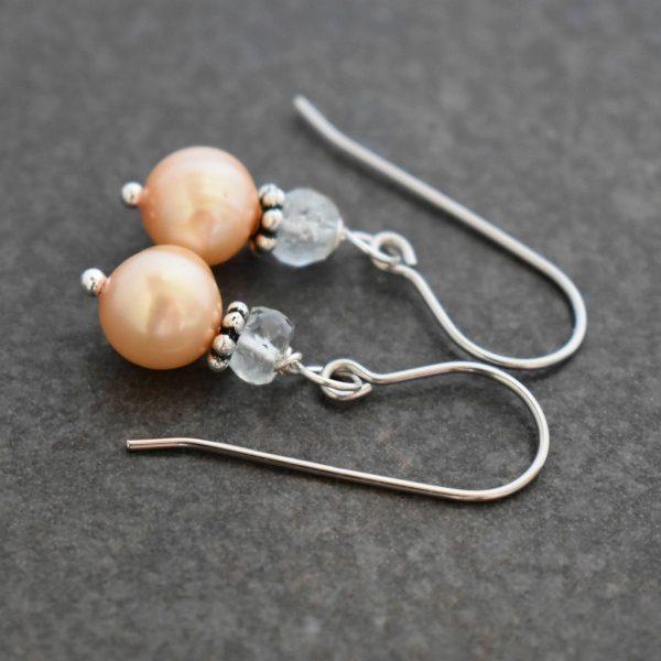 Auqamarine and peach pearls earrings