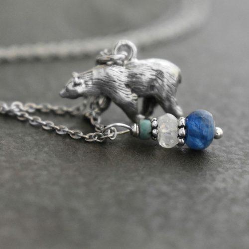 Polar bear with Blue Kyanite
