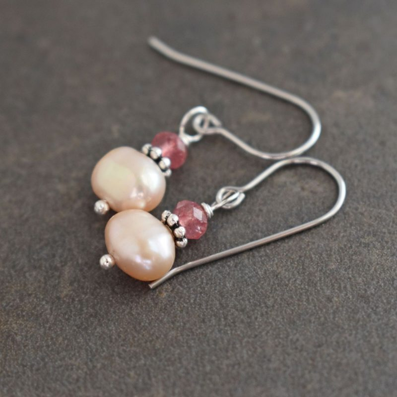 Strawberry quartz and pink pearls earrings
